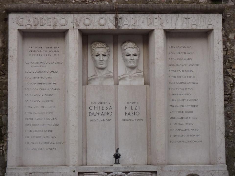 Monumento agli irredentisti caduti tra le fila italiane nella guerra 1915-1918. Rovereto (TN), Piazza Podestà.